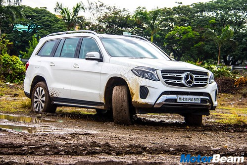 2016-Mercedes-GLS-13