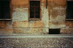 (a | e) Tags: street old color history film colors 35mm italia streetphotography historic mantova tutto olympusxa1 panteismo