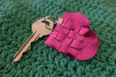 Corao de me (super_ziper) Tags: diy lembrana heart handmade tag rosa craft corao manual papel me tutorial pap chaveiro trana enfeite sz entrelaado superziper tranar