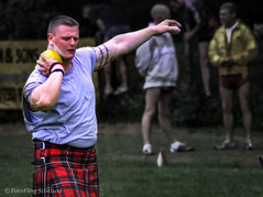 Put the Shot (FotoFling Scotland) Tags: scotland kilt kilts heavyweight highlandgames kilted 2003newburgh