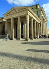 The Brandenburg Gate (Luiz Felipe Castro) Tags: city berlin germany photographer capital berlim alemanha fotografo luizfelipecastro luizfelipedasilvadecastro