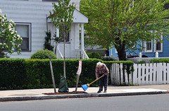 Census tract 2.01: Man sweeping sidewalk on Faneuil Street (Blake Gumprecht) Tags: man boston brighton massachusetts neighborhood sidewalk sweeping census tracts faneuilstreet