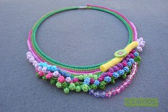 [Colar] C #76 (*kathamina) Tags: necklace beads buttons crochet jewelry felt fiber colar freeform