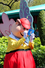 A Tweedle (disneylori) Tags: disney disneyworld characters wdw waltdisneyworld magickingdom tweedledee tweedledum fantasyland disneycharacters tweedles nonfacecharacters meetandgreetcharacters aliceinwonderlandcharacters