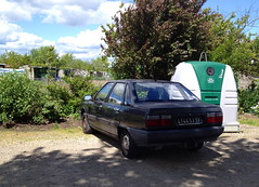 Renault 21 TD phase 1 de 1988 4144 SJ 37 - 16 mai 2013 (Rue des Rossignols - Joue-les-Tours) (Padicha) Tags: auto new old bridge france water grass car station electric truck river french coach ancient automobile eau indre may police voiture ruine cher rest former 37 nouveau et loire quai franais nouvelle vieux herbe vieille ancienne ancien fleuve nationale vehicule lectrique reste gendarmerie gazon indreetloire franaise pave nouveaut vhicule utilitaire restes vgtalise letramdetours padicha