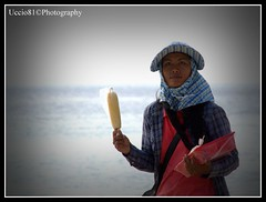 Worker on The Beach (Uccio81) Tags: beach thailand dc sony sigma worker ob 18200 the fotocamera 3563 uccio81 dslra580