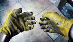 work (Damin G.) Tags: work trabajo manos duro guantes sucio rotos roturas imagenotfound daming