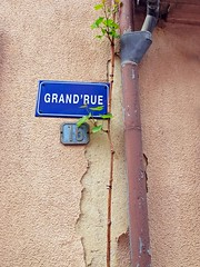 French fascination (Rosmarie Wirz) Tags: france detail vine alsace numberplate ammerschwihr grandrue drainagetube picturesquecorner fallingpaint
