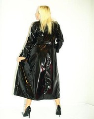 f136 (trenchcoatmann72) Tags: black sexy belt shiny coat trench trenchcoat raincoat schwarz mantel grtel glanz regenmantel lackmantel