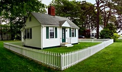 O68 - Cottage by the Sea (Timothy Valentine) Tags: panorama fence maine large friday ogunquit 0713 thewholebuilding flickrbingo2o68