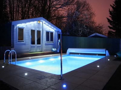 iluminacion-piscinas-lamparas-empotrables-acuaticas