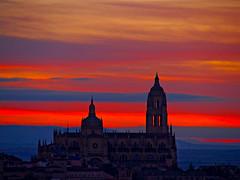 Mirar al cielo (Jesus_l) Tags: espaa atardecer europa catedral segovia jessl