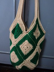 Inga's bag (Little Xiopao) Tags: red green classic bag acrylic heart squares crochet cream yarn granny tote solid ingas ravelry lagre Ravelry:user=xiopao