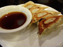 Fried Gyoza Dumplings @Bishamonten, Gubei, Shanghai (Phreddie) Tags: china food snow hot cold lunch japanese soup miso restaurant warm day shanghai egg eat ramen noodle gubei 140209 boishamonten