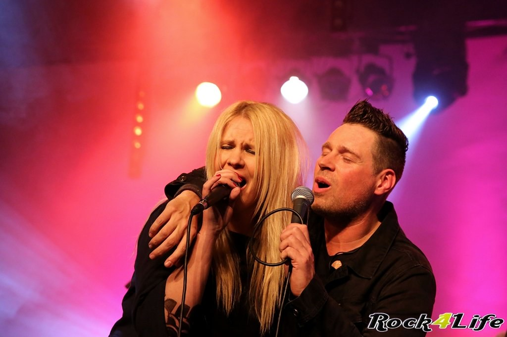 Tribute Rocknight        08-02-2014          U2 & Anouk (21)