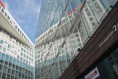 Spiegel building - large mirror - Der Spiegel (cw_pic) Tags: mirror hamburg hafencity derspiegel spiegelungen largemirror ericusspitze spiegelbuilding vision:mountain=0641 vision:plant=0739 vision:outdoor=0984 vision:sky=0648