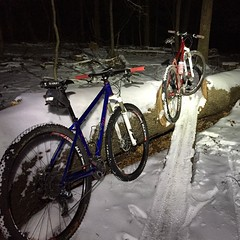 CCC Thursday night under da-lights #weavercycleworks #custombicycles #rideinthesnow #steelisreal