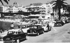 Des autos sous les palmiers  Saint-Raphal (F-83) (xavnco2) Tags: old classic cars beach vw vintage volkswagen french buick automobile postcard beetle palmtrees autos plage spiaggia peugeot 403 cartolina palmiers kfer ancienne simca coccinelle aronde cartepostale cpa grandlarge