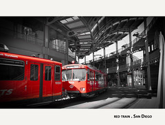red train . (:: Blende 22 ::) Tags: california santa red blackandwhite bw usa white black santafe color america train canon blackwhite key sandiego unitedstatesofamerica trainstation depot fe amerika ef24105mmf4lisusm canoneosd canoneos5dmarkii