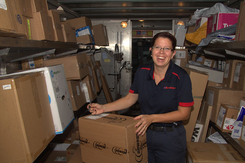 Female Purolator Worker Holding Box / Travailleuse de Purolator tenant une boîte