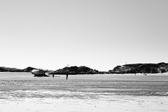 BWJPG---IMG_6402 (r4ytr4ce) Tags: ireland blackandwhite beach landscape 50mm boat eire donegal ire trchonnaill