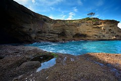 The Hidden Cave (Paul Hollins) Tags: ocean seascape rocks australia erosion newsouthwales aus catherinehillbay snapperpoint iamnikon nikond7100