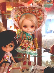 Bebe and lulu in the dolly display --- my sweeties!! #blythe #kenner #kawaii
