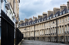 Buildings along The Paragon in the city of Bath (Ian Redding) Tags: road street city uk houses england beautiful architecture buildings ancient bath traditional victorian grand somerset unesco limestone housing georgian theparagon