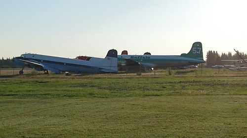 Buffalo Airways aircraft at Hay River 01