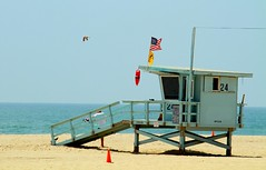 Lifeguard Tower, Venice Beach, California. (SETIANI LEON) Tags: lifeguard tower venice beach california lifeguardtower venicebeach ca californie los angeles losangeles plage sun sunny sable sand mer ocean pacific pacifique sea usa us united states unitedstates etats unis etatsunis america amerique american americain flag flags drapeau park parc santa monica santamonica