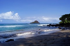 Koki Beach and Alau Island (Near Hana), Maui, Hawaii (Shauna Norrbom) Tags: island ocean beach koki maui hawaii hana birds