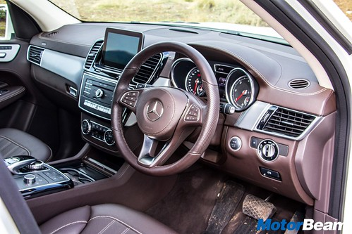 2016-Mercedes-GLS-15