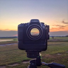 Sunset through the camera #7d #canon #dslr #pentacon135mm #wideopen #wideopenspaces #ttl #differentperspective #salisbury #induro #giottos #sunset #openlens #playingaround (Jeremiah True) Tags: 7d canon dslr pentacon135mm wideopen wideopenspaces ttl differentperspective salisbury induro giottos sunset openlens playingaround