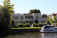 2012-07-23-272 R Thames Salters Steamers Windsor - Marlow trip - Strange house (Martin-James) Tags: windsor riverthames bray maidenhead bizarrearchitecture strangehouses riversidehouses riparianbuildings