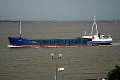 Clarity (Howard_Pulling) Tags: camera canon boat photo ship picture vessel hull shipping humber victoriadock hpulling howardpulling
