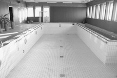 Abandoned pool Sweden (annkarlstedt) Tags: old white black building abandoned pool sweden empty swedish swimmingpool sverige svensk gammal svartvitt de byggnad vergiven