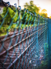 maschendrahtzaun. (angsthase.) Tags: sunset blur green fence germany deutschland bokeh rails nrw grn dailylife zaun ruhrgebiet dortmund gleise ruhrpott mft 2013 micro43 olympuspenepl1 slrmagictoylens26mmf14