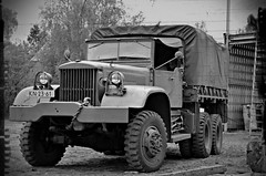 Diamond T-980 truck 6x6 (PictureJohn64) Tags: 6x6 truck army nikon traffic military transport historic diamond commercial transportation bridgehead heavy forces bussum routier leger vrachtwagen lastwagen lkw historique oorlog historisch histrico zwaar vervoer lastbil fuerzas voertuigen krig 2013 lastebil landmacht historisk terrestres crailo 4ton d5100 t980 landstreitkrfte picturejohn64 landstyrker