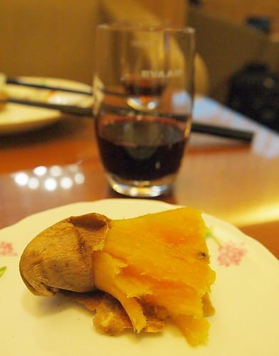 桃園空港 エバー航空のラウンジ焼き芋1