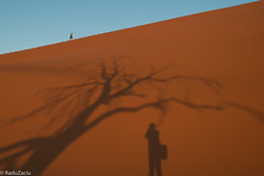 Photographer and Subject -2- (Cold Shutterhand) Tags: sesriem namibia sossusvlei deadvlei sossusdunelodge