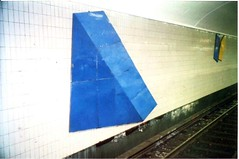 Aspudden station (sftrajan) Tags: blue art station tile triangle 2000 metro sweden stockholm schweden decoration platform transit ubahn sverige estocolmo stoccolma suecia metrostation tunnelbana tbana suède tukholma svezia aspudden sztokholm szwecja ruotsi швеция tunnelbanestation stockholmstunnelbana стокгольм станцияметро švédsko pgthelander stockholmtbana metrodeestocolmo aspuddenstation stockholmerubahn