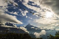 Entre nubes (Me llamo Javierl) Tags: paisaje himalaya annapurna machapuchhare