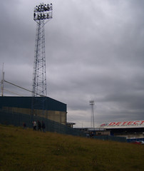 Floodlight from outside the ground (lcfcian1) Tags: park city athletic leicester away 11 oldham matches boundary oldhamathletic leicestercity lcfc boundarypark league1 181008 oldhamvleicester