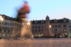 Piazza Galimberti, Cuneo (Fr3dd3rico) Tags: italy motion building statue square landscape place movimento cuneo galimberti statua federico artistico mosso fr3dd3rico fredderico