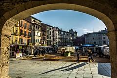 Plaa Major de Vic (Ferran Barcelona) Tags: plaza square spain nikon arc catalonia mercado vic catalunya porche febrero mercat osona 2015 porxo arcada vich 18105mm d5200 2015207