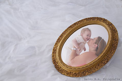 Amor (belen_bm) Tags: family baby black love blanco familia hands y withe amor father negro fingers mother manos bn dedos espejo bebe padre madre reflejos