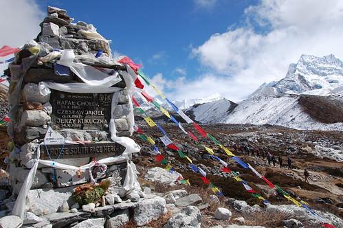 "Everest Base Camp - czorten Kukuczki - Chhukhung <a style=""margin-left:10px; font-size:0.8em;"" href=""http://www.flickr.com/photos/125852101@N02/16515892016/"" target=""_blank"">@flickr</a>"