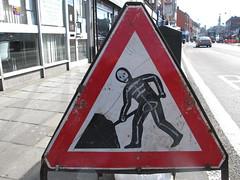 """Danger, skeleton at work"" (John Steedman) Tags: uk greatbritain england london sign skeleton unitedkingdom britain grossbritannien ロンドン westnorwood 伦敦 イギリス 英國 grandebretagne イングランド 英格兰 グレートブリテン島 大不列顛島"