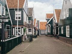 P5150092 (veneman) Tags: bike houses marken