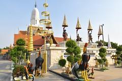 _DSC0308 (lnewman333) Tags: sea statue river thailand temple seasia southeastasia buddhist ayuthaya rooster ayutthaya chaophrayariver cockerel kingramathibodii watputthaisawan